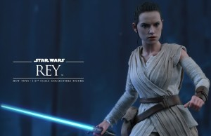 Hot-Toys-Rey-Collectible-Figure-1